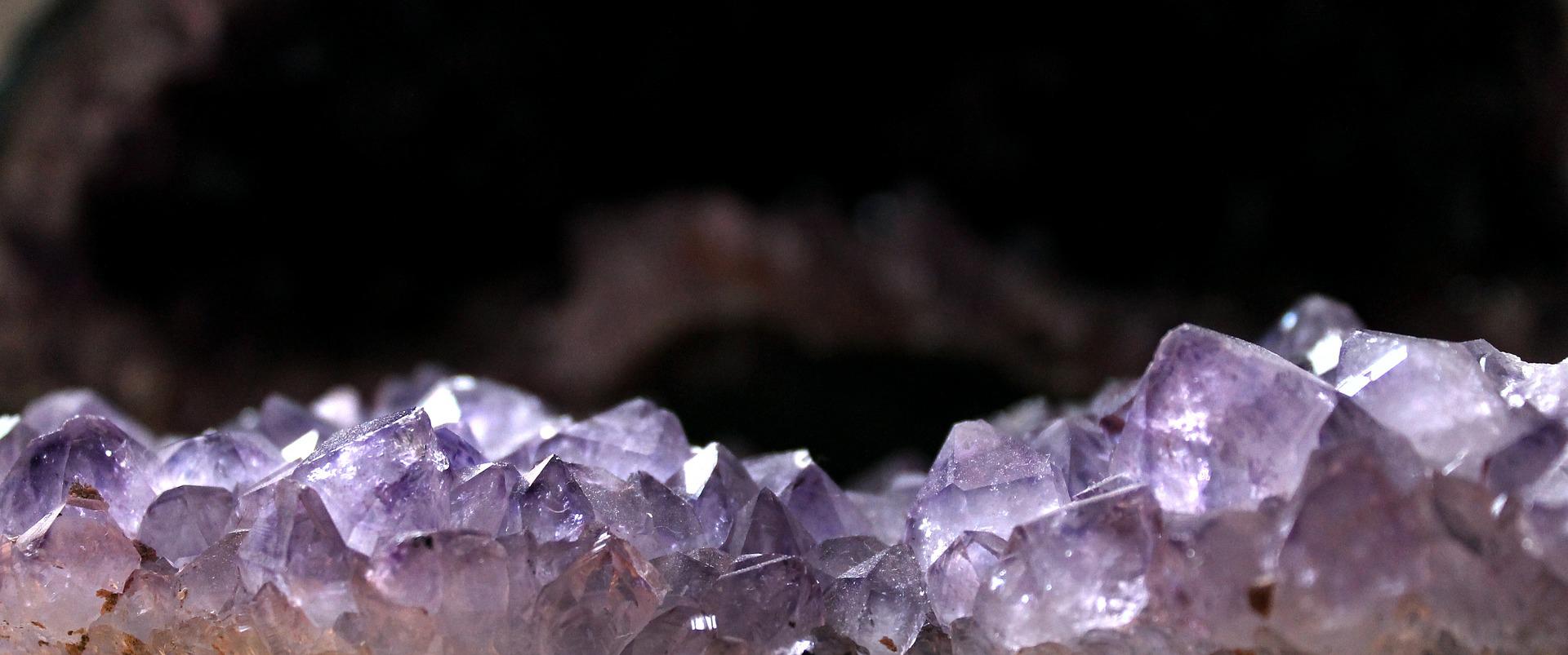 expo-vente-de-bijoux-en-pierre-minerales